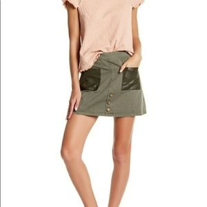 J.O.A. army green skirt leather pockets small